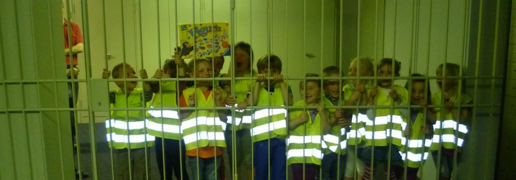 Da hat jedes Kind Spaß: Bei den Kindergartenbesuchen in der Volksbank Lübbecker Land gibt es jede Menge zu entdecken. Unsere Mitarbeiterinnen und Mitarbeiter nehmen sich die Zeit, vieles zu erklären.