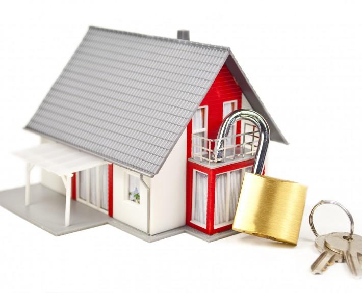 Das Haus braucht Schutz, bevor sie es leer zurücklassen.