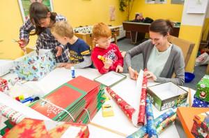 Weihnachten im Schuhkarton_ Volksbank Lübbecker Lands unterstützt